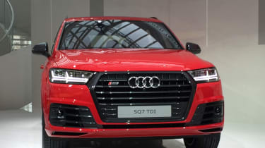 Audi SQ7 red - front