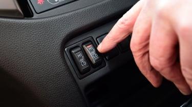 Mitsubishi L200 - button