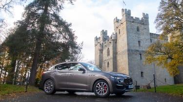 Maserati Levante GranLusso - castle