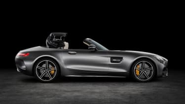 Mercedes-AMG GT C Roadster - side roof closing