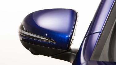 Mercedes GLB - studio wing mirror