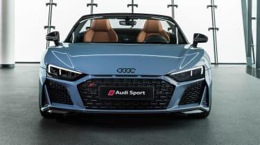 Audi R8 Spyder - studio full front