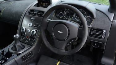 Aston Martin V12 Vantage S - dash