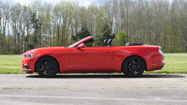 Ford Mustang 2.3 Convertible - roof closing stage 1