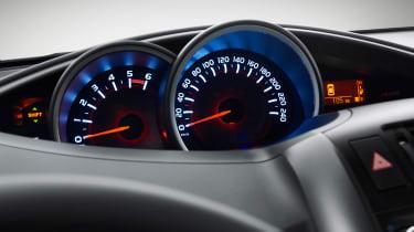 Toyota Verso 2016 - European model dials
