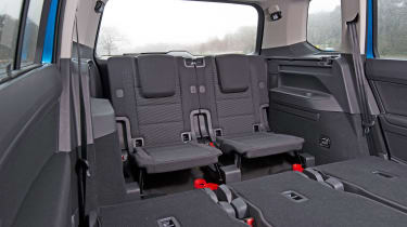 VW Touran 2.0 TDI DSG - back seats