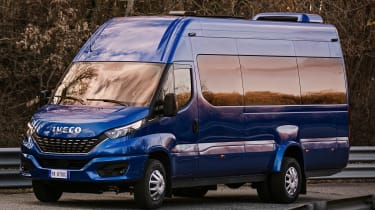 IVECO Daily Minibus- front tracking