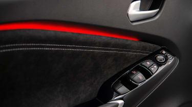 Nissan Juke - door