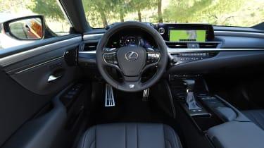 Lexus es 300h interior