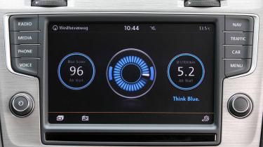 VW Golf BlueMotion 1.0 TSI screen