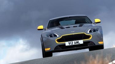 Aston Martin V12 Vantage S 2016