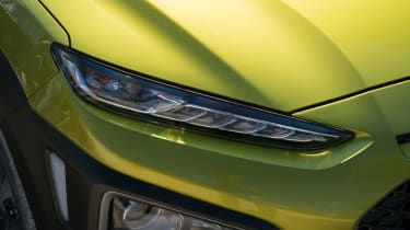 Hyundai Kona Premium SE 2017 - front headlight