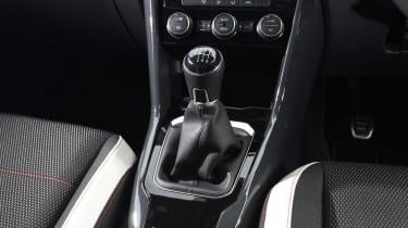 Volkswagen T-Roc - gear lever