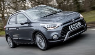 Hyundai i20 Active 2016 - cropped front tracking