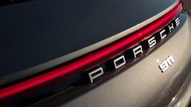Porsche 911 Carrera - badge