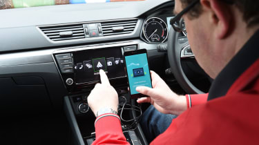Skoda Superb long-term test - android auto on
