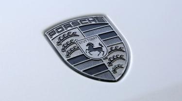 Porsche Mission E Cross Turimso - Porsche badge