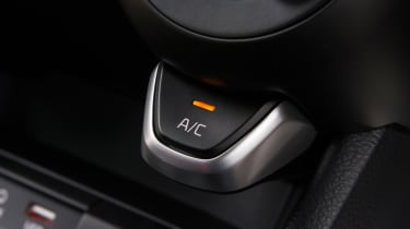 Triple test – Kia Picanto - AC button