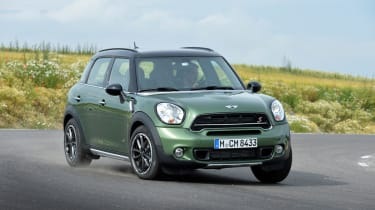 MINI Countryman cornering