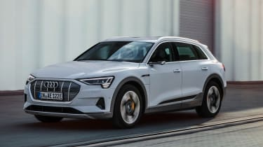 Audi e-tron 50 - front tracking