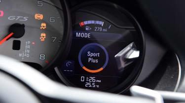 Porsche 718 Cayman - dials