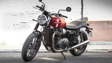 Triumph Street Twin review - parked front quarter