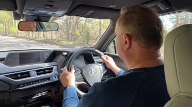 Lexus UX 300e - driving