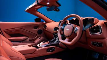 Aston Martin Vantage Roadster - dash