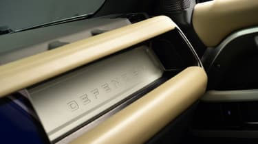 Land Rover Defender - studio dashboard