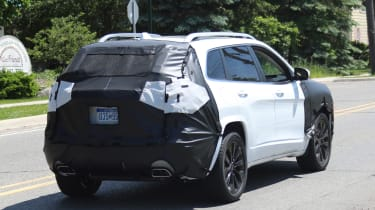 Jeep Cherokee 2018 facelift spy shots 11