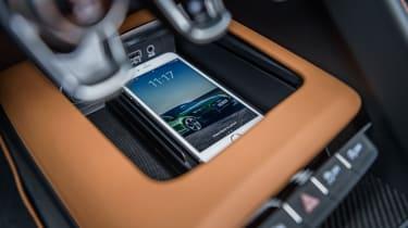 Audi R8 Spyder V10 plus - phone
