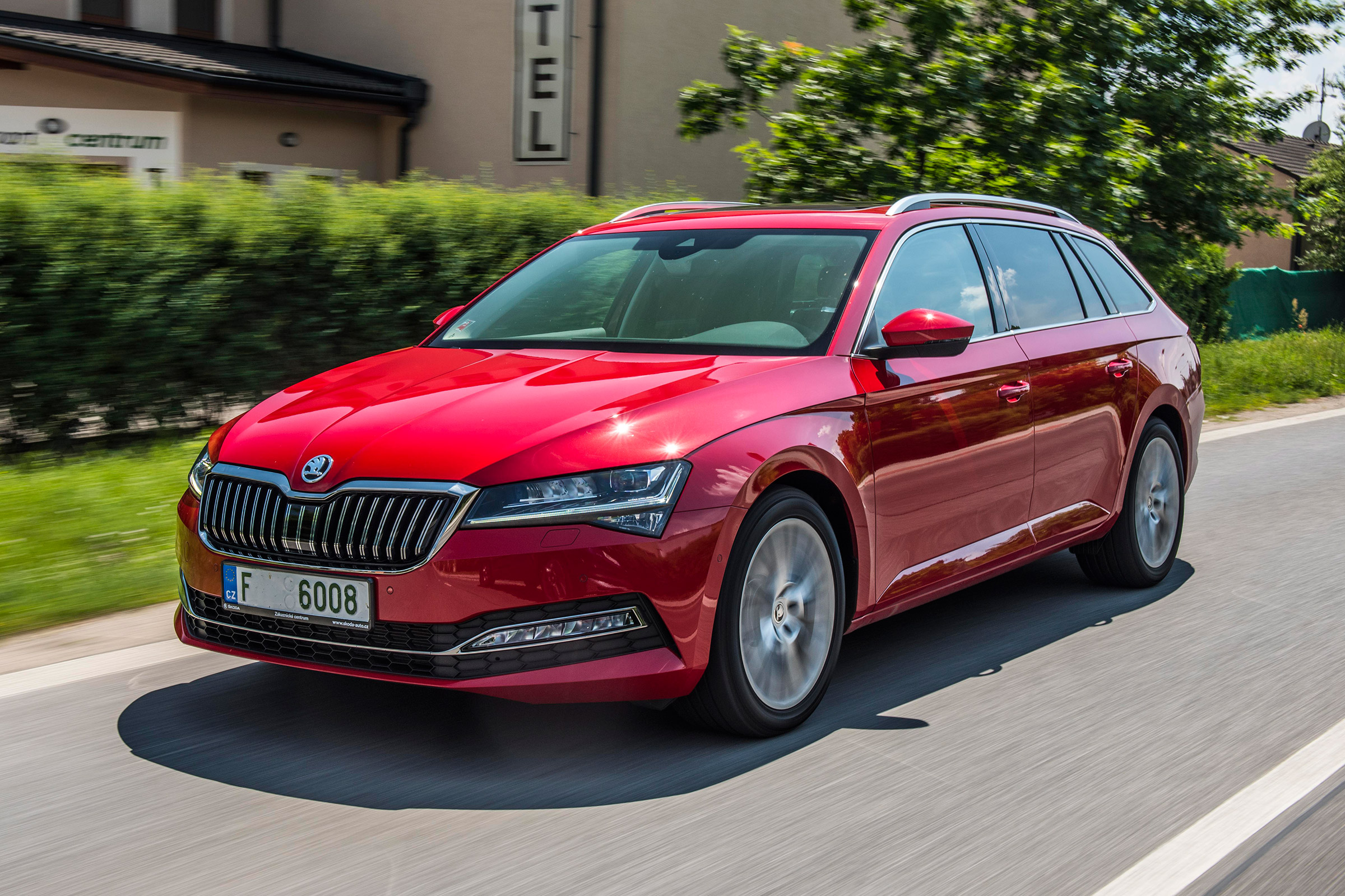 New Skoda Superb Estate Facelift 2019 Review Auto Express