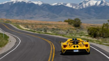 Ford GT - road rear panning