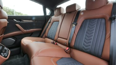 Maserati Quattroporte Diesel 2016 - rear seats