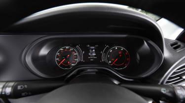 Fiat Tipo vs Skoda Rapid vs Citroen C4 - Tipo dials