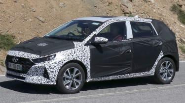Hyundai i20 spied - side 3/4 tracking