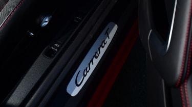 Porsche 911 Carrera T - footwell
