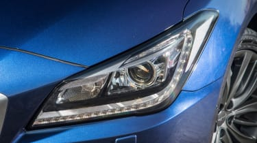 Hyundai Genesis UK 2015 light