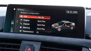 BMW M4 CS - infotainment