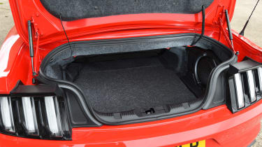 Ford Mustang 2.3 Convertible - boot