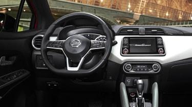 Nissan Micra Xtronic - dash
