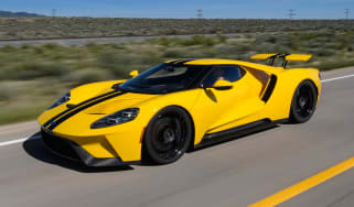 Ford GT - road front
