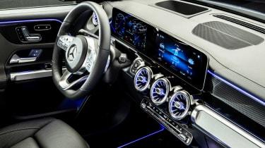 Mercedes GLB - studio screens