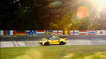 Porsche 911 GT2 RS Nurburgring record - Karusell