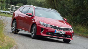 Kia Optima Sportswagon - front cornering