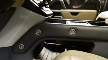 Land Rover Defender - studio seats