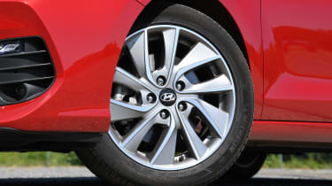 Hyundai i30 Fastback - wheel