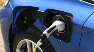 BMW 225xe Active Tourer - charging