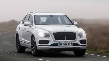 Bentley Bentayga Diesel - Ice white 2017 front cornering