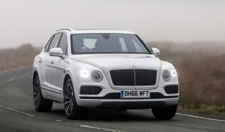 Bentley Bentayga Diesel - Ice white 2017 front cornering